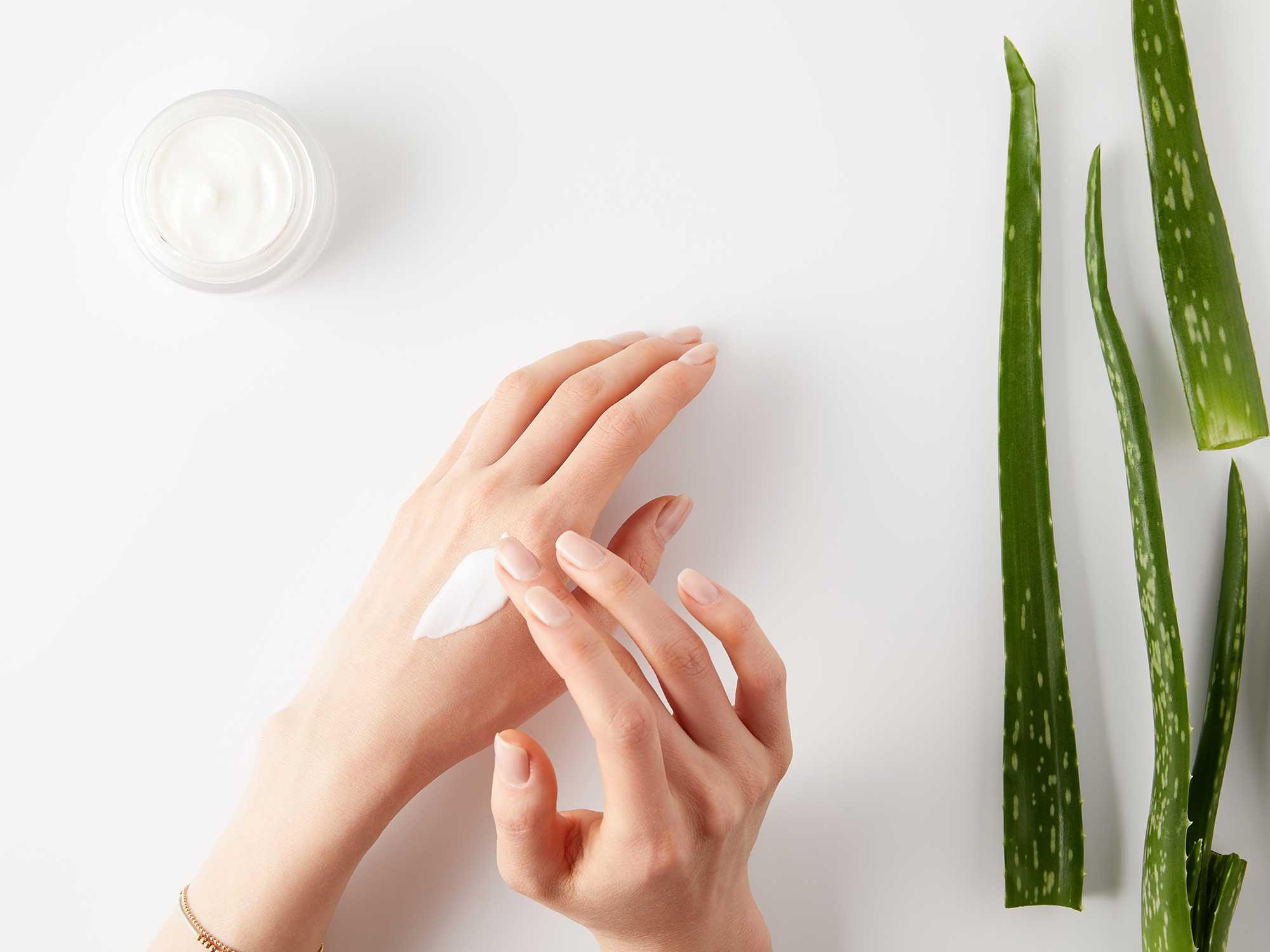 Jak zadbać o skórę dłoni poddawanej częstej dezynfekcji?